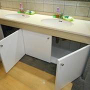 手洗い戸棚取り付け工事